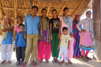 Farmer Family drive between Agra and Jaipur 7kids 2 room house (13)